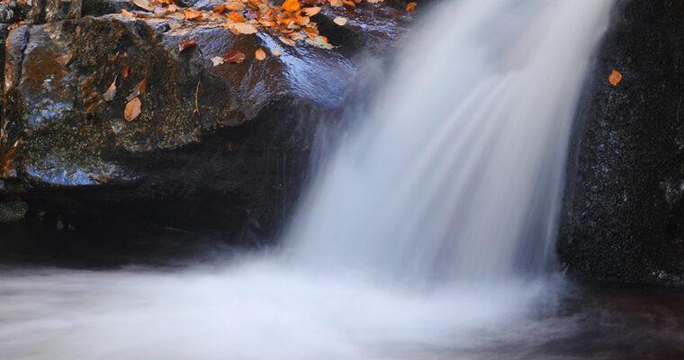Jesenje boje toplodolskih vodopada